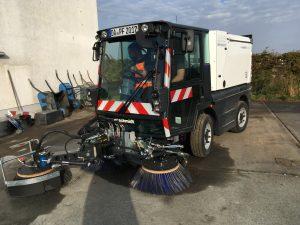 Kompaktkehrmaschine Schmidt Swingo 200 Plus KOANDA (Frontansicht)